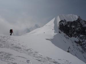 タルプチュリ峰の頂上に向かって