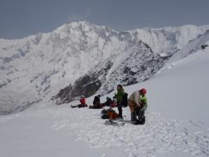 タルプチュリ峰頂上手前:背後の山はアンナプルナⅠ峰