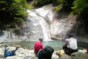 釜の沢 笛吹川東沢釜の沢 両門の滝 沢の中で、ぼ~っと自然を眺めるのも、心は落ち着くもの