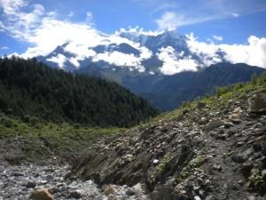 確かにヒマラヤの眺めは素晴らしい。白い雪山以外の自然も美しい。