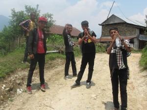 笑顔が素敵なネパールの生年達